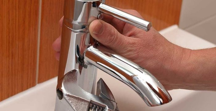 how to fix a loose kitchen faucet