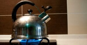 how to make tea in a pot on the stove