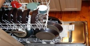 how much hot water does a dishwasher use