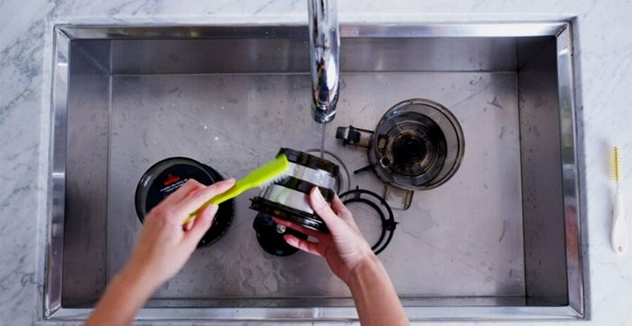 how to clean a juicer machine