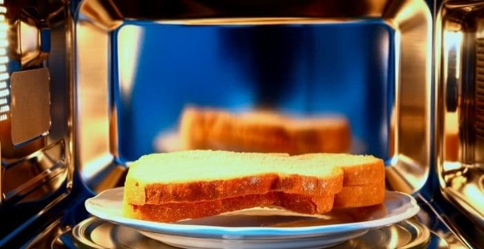 how to reheat bread in microwave